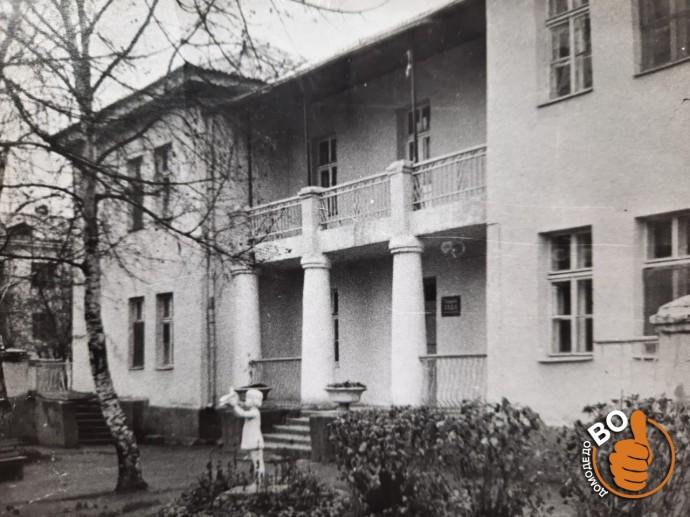 Кто узнает это здание? ))